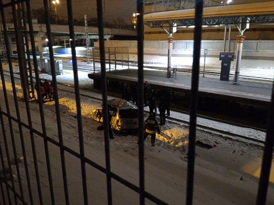 Водитель, выехавший на МЦК, 10 минут убирал машину с пути