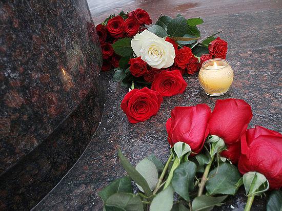 Для похорон жертв катастрофы ТУ-154 сделали новый лафет