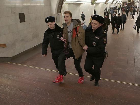 Акция «В метро без штанов» провалилась: организатор задержан
