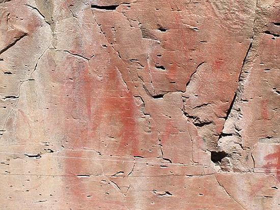 ВТибете обнаружили тысячелетние наскальные рисунки сбуддистскими фигурами