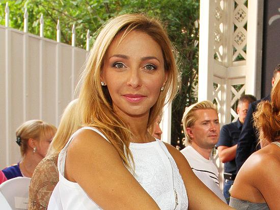 Татьяна Навка поделилась трогательным семейным фото: звезда показала 2-х дочерей