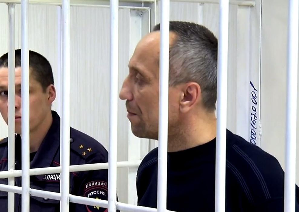 Михаил Попков, экс-милиционер из города Ангарска Иркутской области, уже осужденный к пожизненному заключению за убийства 22 женщин, обвиняется еще в 47 аналогичных преступлениях (по некоторым данным, он настаивает на том, что убил еще 60 человек).