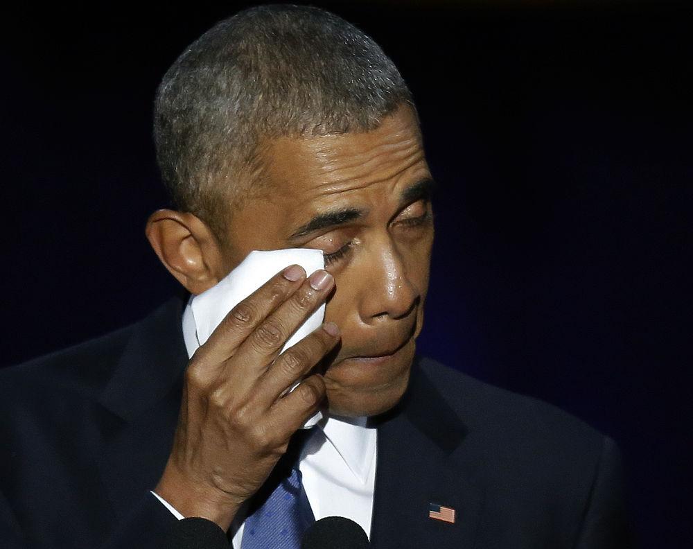 Во время своей прощальной речи перед сложением президентских полномочий Барак Обама не стеснялся проявлять свои чувства. Постепенно эмоции захлестывали политика все сильнее. Кульминацией выступления стали слова благодарности семье, которые заставили Обаму прослезиться.