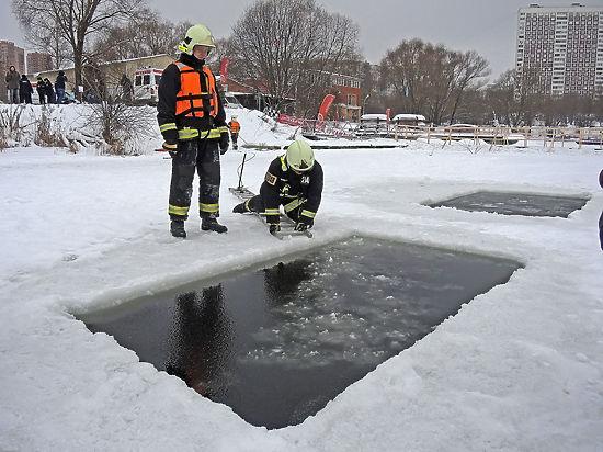 Крещенские купели в Москве будут работать до последнего ныряющего
