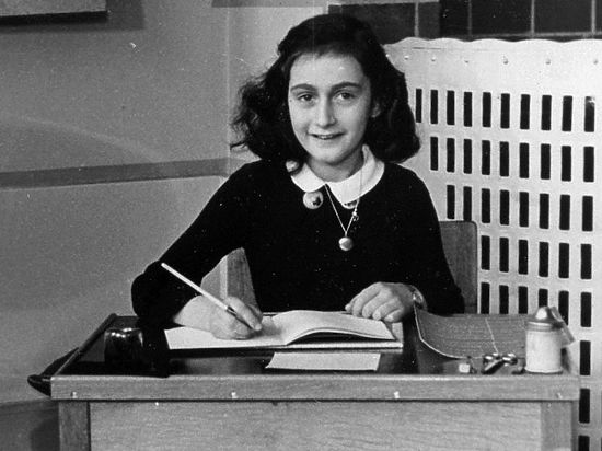 В Польше обнаружена подвеска-«двойник» кулона Анны Франк