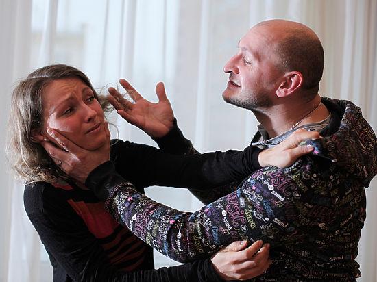 Комитет Государственной думы порекомендовал одобрить вовтором чтении декриминализацию семейных побоев