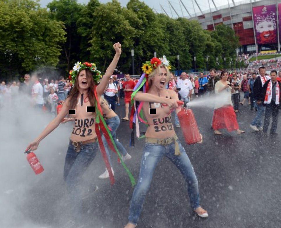 Слухи о раздорах среди активисток Femen начали появляться еще в 2015 году, теперь же одна из участниц сообщила, что движение окончательно распалось.