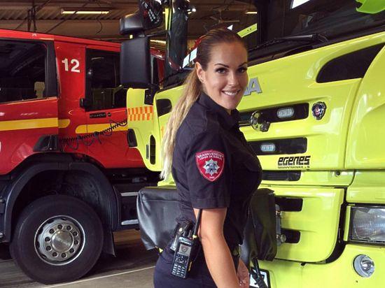 Норвежку признали самой симпатичной пожарной вмире