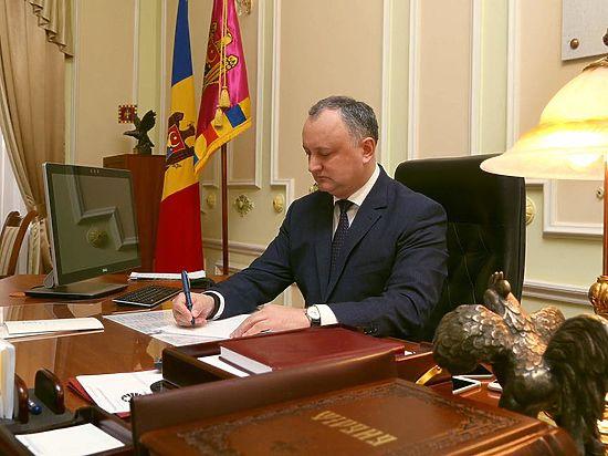 Прошлый президент Румынии подал всуд наИгоря Додона