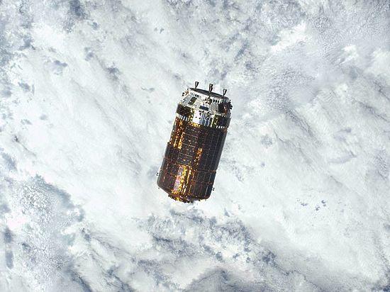 Японский грузовой корабль проведет эксперимент поуборке космического мусора