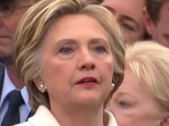 Клинтон поддержала протестующих против миграционной политики Трампа