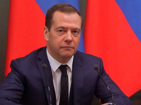 Медведев в Кирове ответил рабочему, испугавшемуся будущего