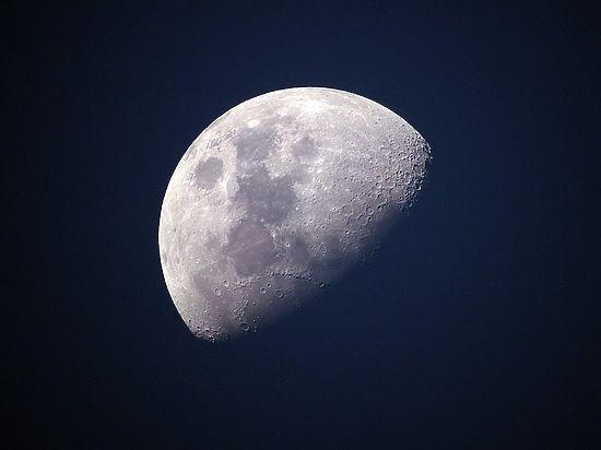Планетологи: Луна опустится наЗемлю через 65 млрд лет