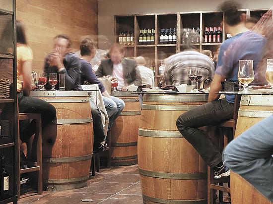 Как возникли бары и почему они стали градообразующими предприятиями