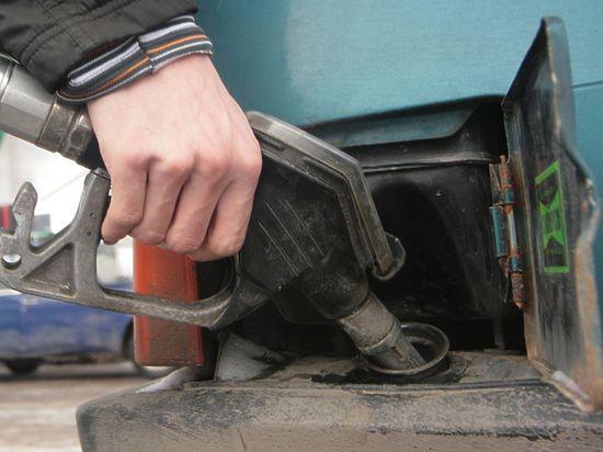 Украина возглавила рейтинг стран с самым недоступным бензином