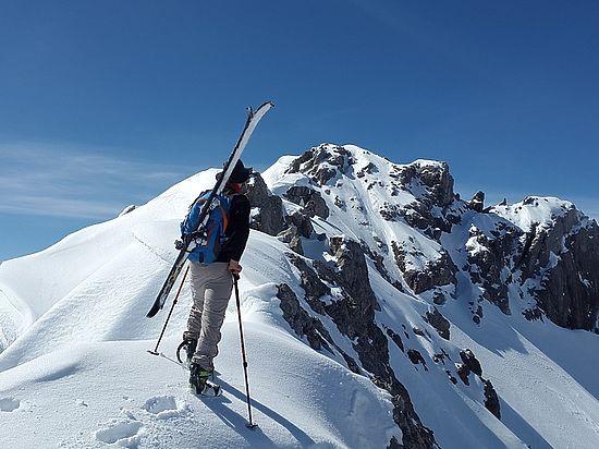 Лавина во французских Альпах похоронила лыжника из России
