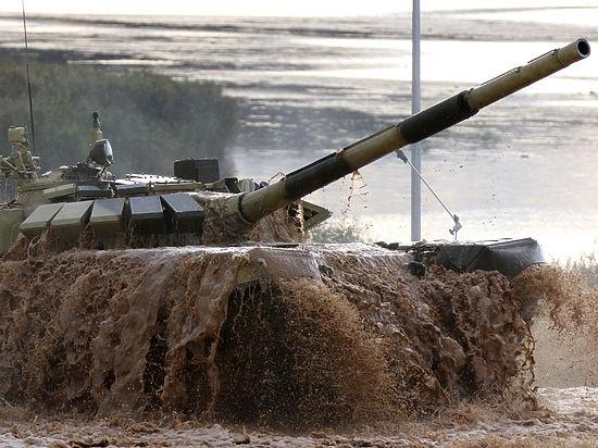 В Белоруссии случайно показали, как маскируют танки газетами