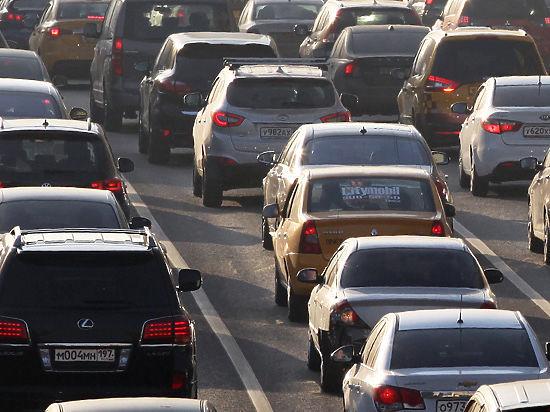 Стало известно, на каких улицах изменят полосы для автомобилистов
