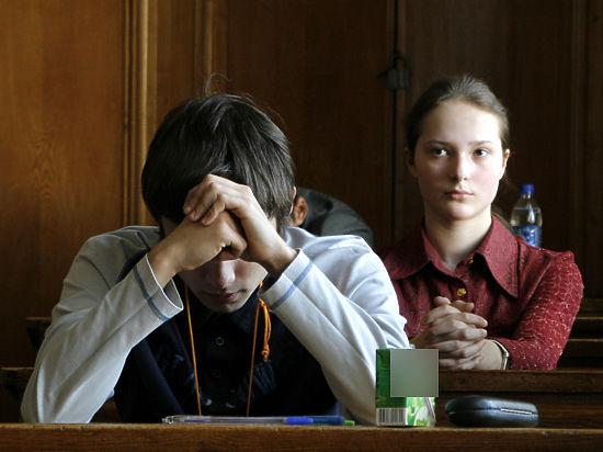 Школьников агитируют идти в колледжи, но стипендии там всего 500 рублей