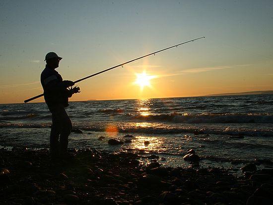 Рыбалку на береге исфонарем могут запретить