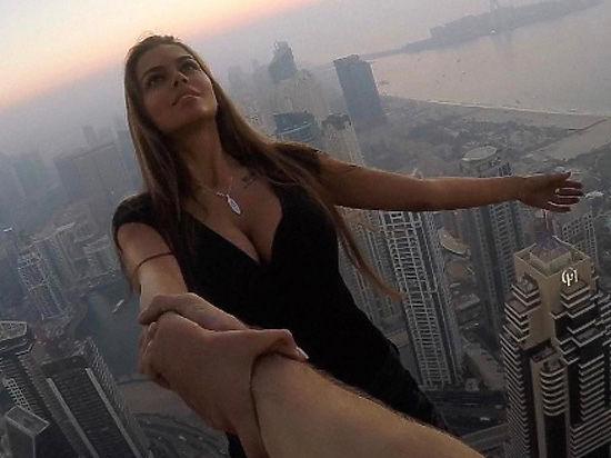 Российскую модель раскритиковали заэкстремальную фотосессию накрыше небоскреба