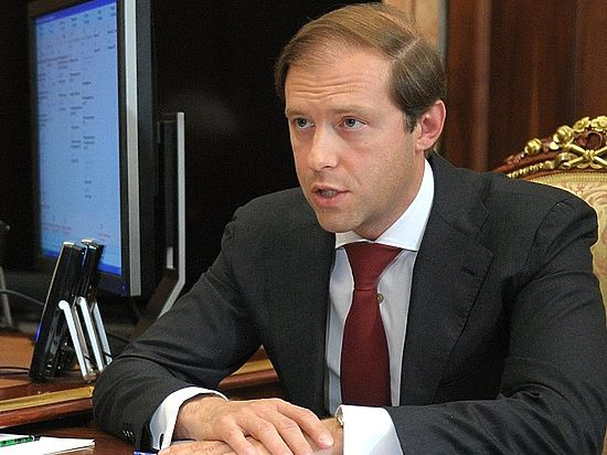Мантуров рассказал, когда малоимущие россияне начнут получать продуктовые карточки