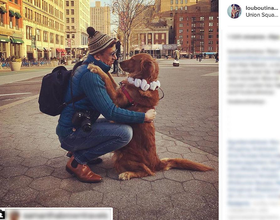 """Золотистый ретривер по кличке Лубутина прославилась страстью к нежным объятиям с людьми, причем как со знакомыми, так и не очень. Хозяин собаки Фернандес-Чавес говорит, что привычка обниматьcя появилась у собаки появилась постепенно, сначала Луби просто давала лапу, а после попробовала полноценные """"обнимашки"""" и после этого уже не смогла остановиться. Аккаунт Лубутины в Instagram пестрит трогательными снимками, который выкладывает ее хозяин и те, кто побывал в объятиях любвеобильной собаки."""