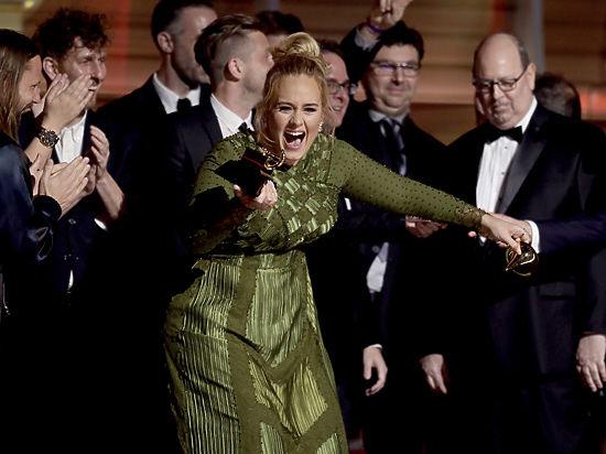 Героиня Grammy Адель попросила Бейонсе стать ее матерью