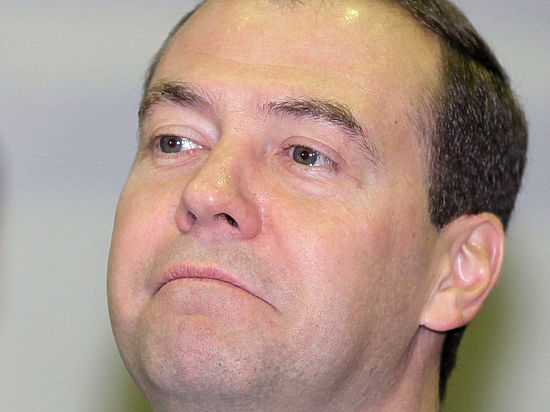 Обновка Медведева: премьер-министра заметили в часах для «активных моряков»
