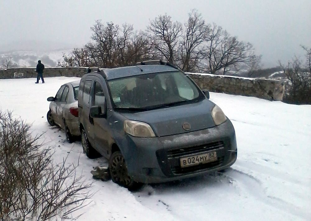 Серия ДТП на заснеженной дороге в Лучистое (Алушта): люди не дождались помощи