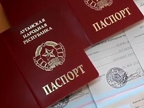 Триумф или изоляция: политики отреагировали на признание Путиным паспортов Донбасса