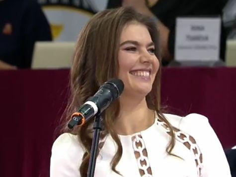 Алина Кабаева выступила наоткрытии турнира похудожественной гимнастике