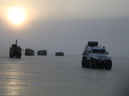 Ледовый поход в Арктику новой российской техники сняли на видео