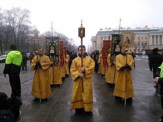 В Петербурге прошел крестный ход в пользу передачи Исаакия РПЦ
