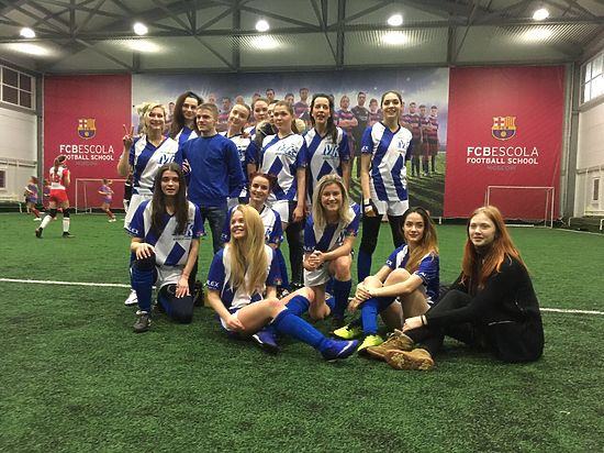 Наша команда побеждает в Любительской женской футбольной лиге