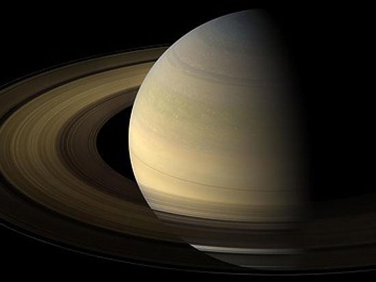 В интернете опубликованы снимки таинственных структур в кольцах Сатурна