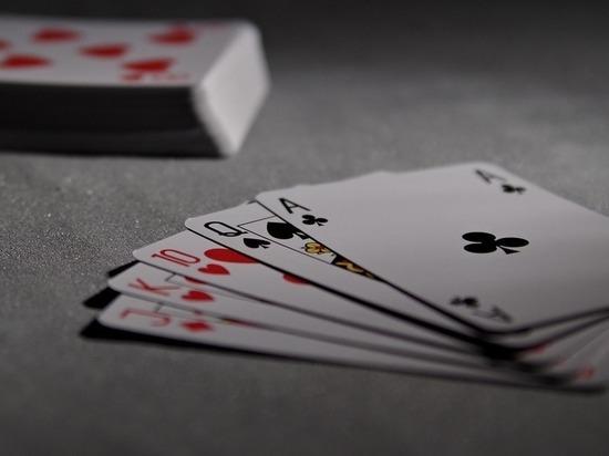 Томский чиновник проиграл в покер зарплаты своих коллег