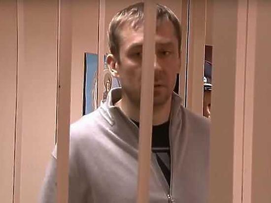«Миллиардера» полковника Захарченко в суде поддержали роскошные блондинки