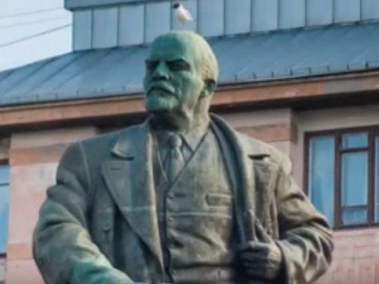 """""""Финнам не расслабляться"""": в Выборге замироточил памятник Ленину"""