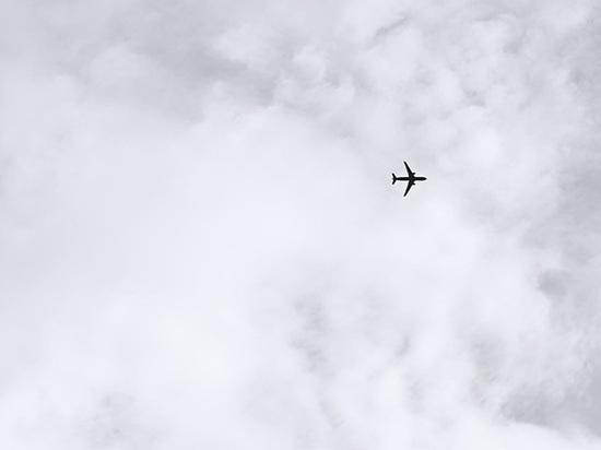 Американский самолет экстренно сел из-за возмущенного ценой на одеяло пассажира