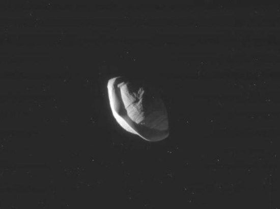 На орбите Сатурна найден гигантский пельмень