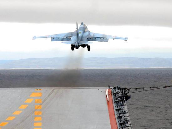"""Источник рассказал о причине крушения двух истребителей на """"Адмирале Кузнецове"""""""