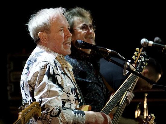 Макаревич и Ко приняли рок-позу