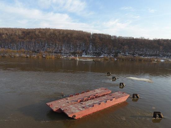 В Озерах развели мосты и жителей