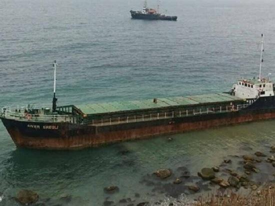 Российские моряки спасли у берегов Крыма сухогруз с украинцами
