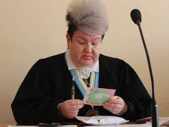 Боевой раскрас украинской судьи вызвал волну шуток в соцсетях