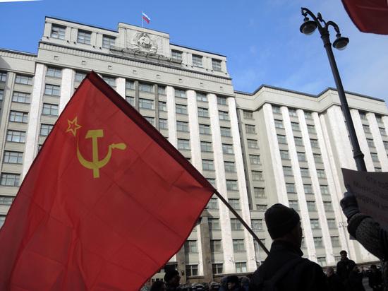 Объединенные коммунисты выступили против «трех товарищей»
