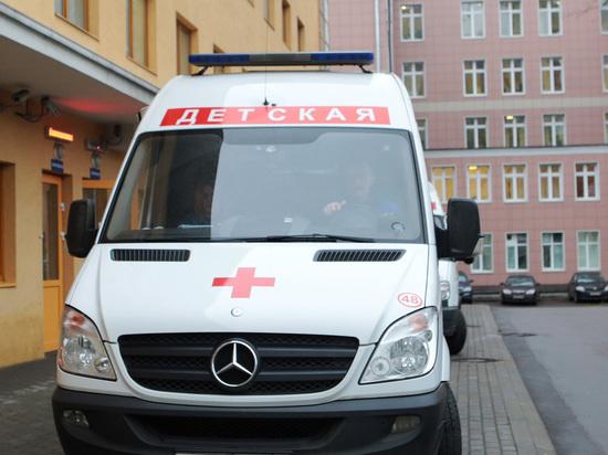 Московская горка, рухнувшая вместе с ребенком, держалась на честном слове коммунальщиков