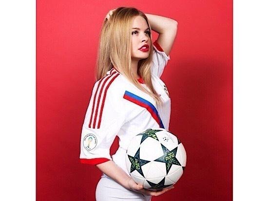 Женская футбольная команда «МК» еще и поет и пляшет