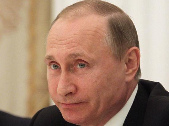 "Президент с ""докторским"" почерком: Путин пишет ""как курица лапой"""